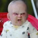 Un bebé diabólico y otras bromitas estudiantiles del cine.